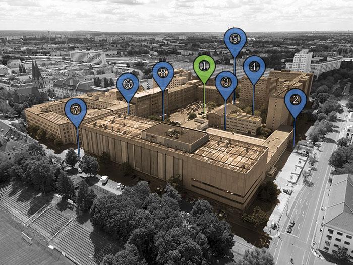 Ein Luftbild der Stasi-Zentrale in Berlin-Lichtenberg mit den Audiowalk-Stationen